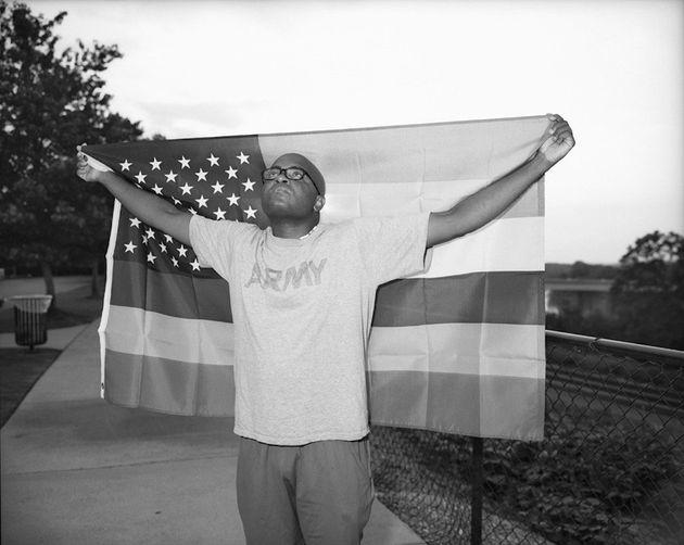 O fotógrafo Vincent Cianni conta as histórias dos gays no Exército