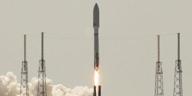 Ônibus espacial americano decola para missão