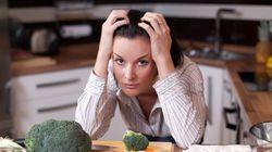 Mulheres perdem QUATRO anos inteiros de suas vidas cozinhando para a