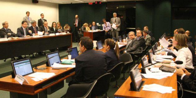 Deputados do PP citados na Lava Jato são afastados da CPI da