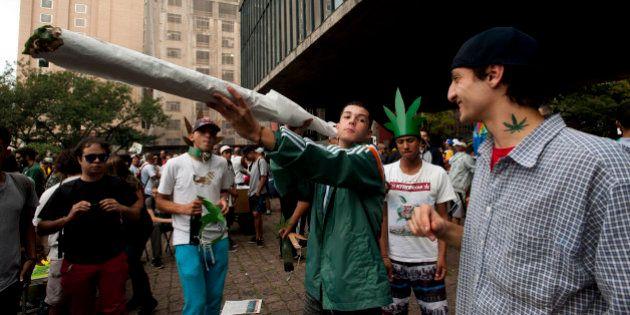 Marcha da Maconha reúne 4 mil em São Paulo pela legalização do consumo da