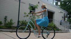 ASSISTA: Truque simples para pedalar de saia sem mostrar