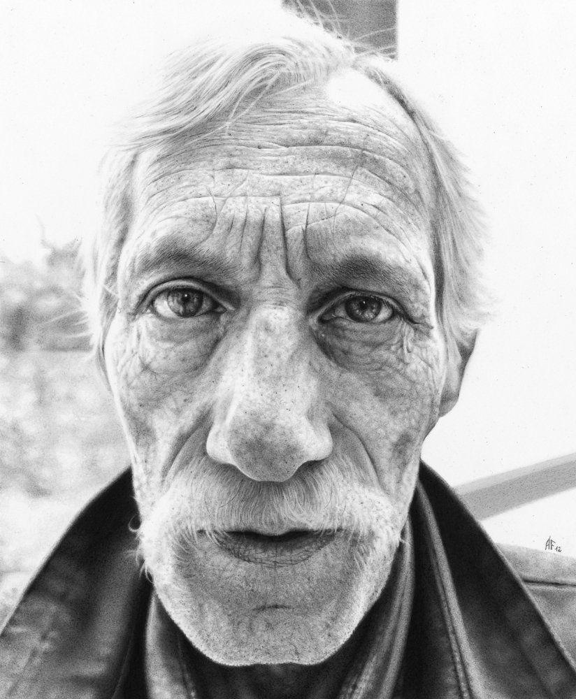 Ensaio com desenhos em preto e branco traz detalhes hiper-realistas da velhice