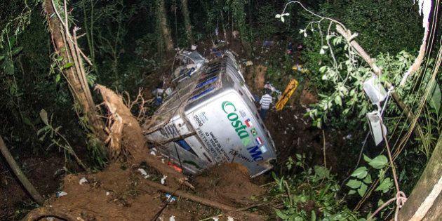 Acidente com ônibus em Santa Catarina deixa pelo menos 49