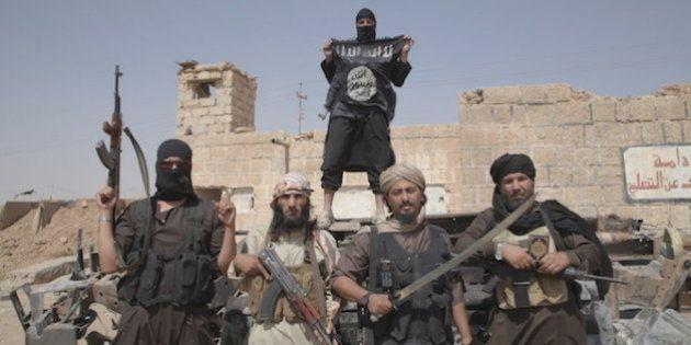 Por dentro dos métodos de controle mental que o Estado Islâmico utiliza para recrutar
