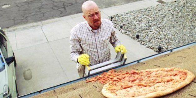 Criador de 'Breaking Bad' pede que fãs parem de jogar pizzas no telhado de Walter