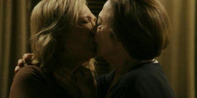 Babilônia tem beijo gay de duas idosas no primeiro