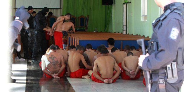 População carcerária do Brasil cresce 74% em sete anos; Negros foram presos 1,5 vezes mais que