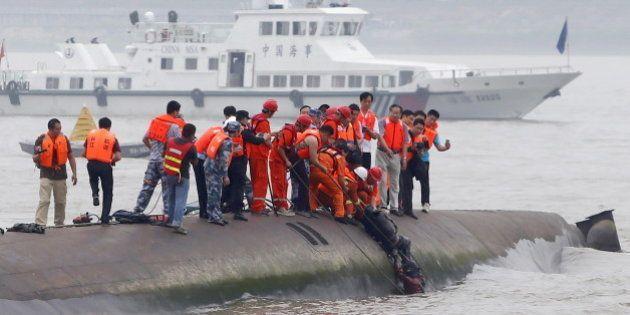 Autoridades temem ter resgatado últimos sobreviventes de naufrágio na China ontem; esperanças vão diminuindo,...