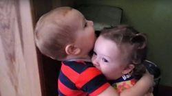 ASSISTA: Garotinho abraça menina pela primeira vez e tem reação