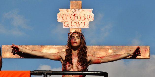 A cruz carregada pelas pessoas