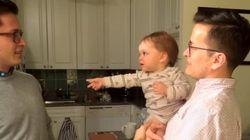 Assista: Bebê fica confuso ao tentar distinguir o pai e seu irmão