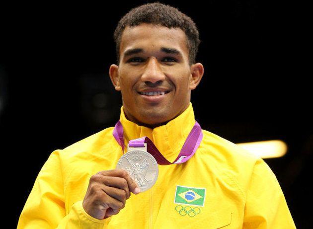 Esquiva Falcão: O boxeador que desistiu do sonho olímpico para viver do