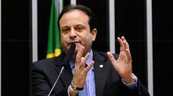 Condenado pela Justiça, investigado por homicídio e na Lava Jato, este é o líder do