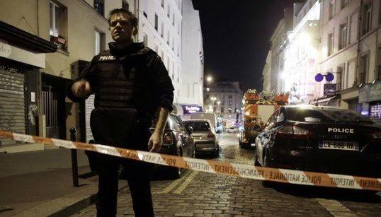 Ataques simultâneos matam ao menos 43 e deixam reféns em