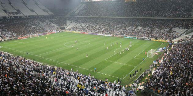 Um ano após abertura da Copa, Brasil vive crise com