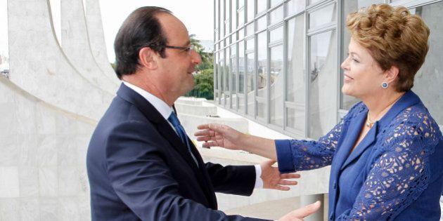 Presidenta Dilma Rousseff durante cerimônia oficial de chegada do presidente da República francesa,...