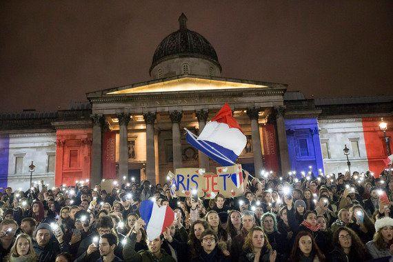 Ataques em Paris: Entender o inimigo para poder