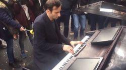 ASSISTA: Pianista toca 'Imagine' em frente à casa de show alvo de ataque em