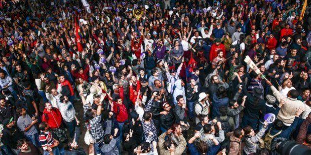 Professores da rede estadual de São Paulo suspendem greve após mais de 90