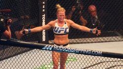 Que pancada! Holly Holm nocauteia Ronda Rousey com chute na