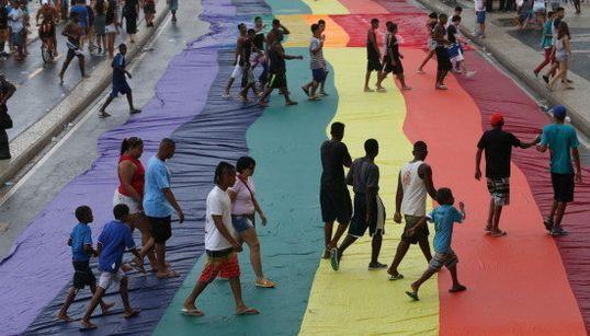 13 imagens que mostram as cores e a beleza da Parada LGBT no Rio de