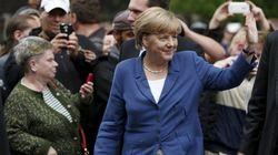 Vaiada em visita a refugiados, Merkel diz não à xenofobia na