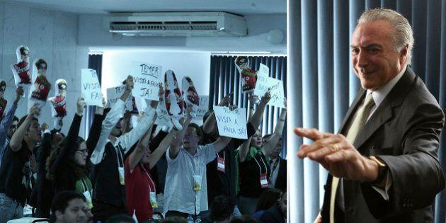 'Brasil para frente, Temer presidente', gritam manifestantes em congresso do