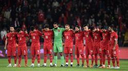 ASSISTA: Torcida vaia minuto de silêncio em homenagem às vítimas de