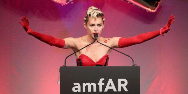 O dia em que Miley Cyrus arrasou no baile -- e no leilão -- da