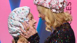 Em premiação, Nicole Kidman pede por igualdade e dá BEIJÃO em Naomi