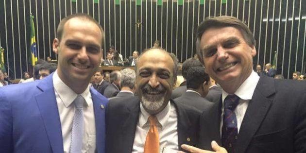 Exonerado, ex-secretário do Rio nega homofobia e pede 'levante do povo de Deus contra