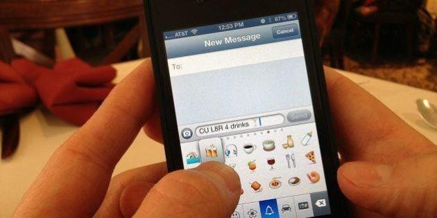 iPhone tem teclado secreto com mais de 100 emoticons