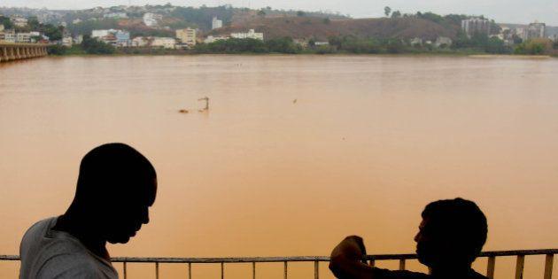 Justiça ordena que Samarco barre chegada da lama ao