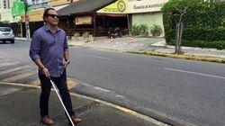 Brasileiros criam óculos que guiam cegos e ganham concurso mundial da