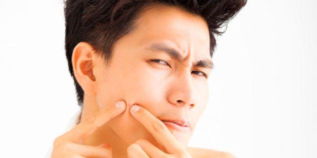 Mania de arrancar cabelos ou cutucar a própria pele é mais comum do que se