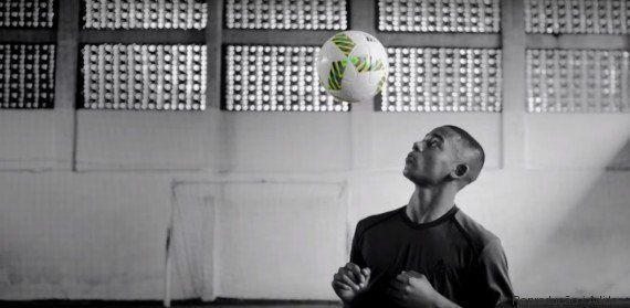 MC Nego do Borel e revelações do futebol arrebentam em lançamento da bola da Olimpíada