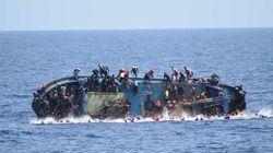 Foto mostra o desespero de imigrantes durante naufrágio de