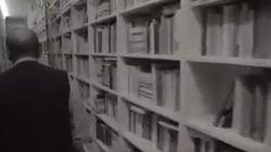 ASSISTA: 'Anti-biblioteca' de Umberto Eco é um labirinto de 30 mil