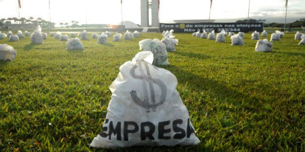 PEC que reduz número de deputados e senadores recebe apoio nas redes