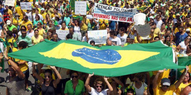 Datafolha: Dois a cada três brasileiros são contra a reeleição e rejeição ao voto obrigatório bate