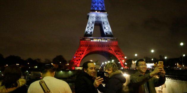 França restringe direitos após massacre e vozes dissidentes são