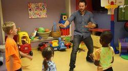 Como animar o dia de crianças em um hospital? Chris Pratt te