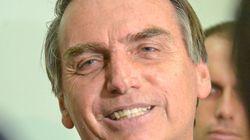 ASSISTA: Bolsonaro oferece o filho à repórter para provar que família 'não nega