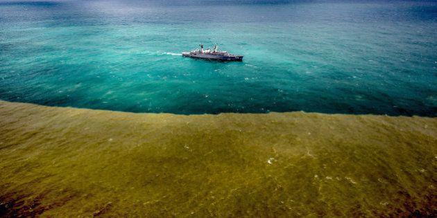 Lama de mineradora avança no mar e deve superar 9km de