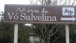 Taca-le pau, Marcos! O morro da Vó Salvelina ganhou placa para ajudar