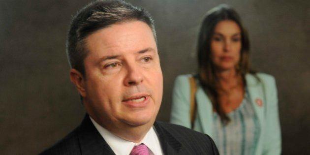 O governador Antonio Anastasia anunciou, nesta terça-feira (19/02), que Minas Gerais disporá de R$...