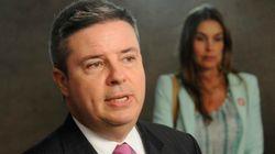 Senador tucano de Minas ainda está na mira da PF por suposto dinheiro