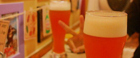 Como, quando, com quem e qual cerveja beber. Os apps para baixar e aprender