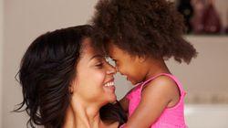 Mães que trabalham fora estimulam filhas a serem bem-sucedidas, diz